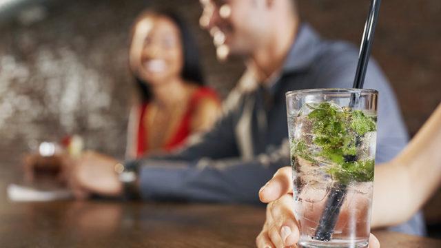 筋トレとアルコールの関係は? トレーニングしている人はお酒を辞めるべき?