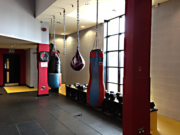 ワールドジムのクロスフィット用のトレーニングエリア