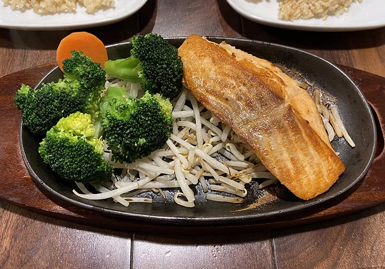 焼き鮭の定食セット