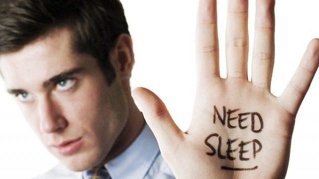 筋肉を成長させる為の筋トレと睡眠の関係は?